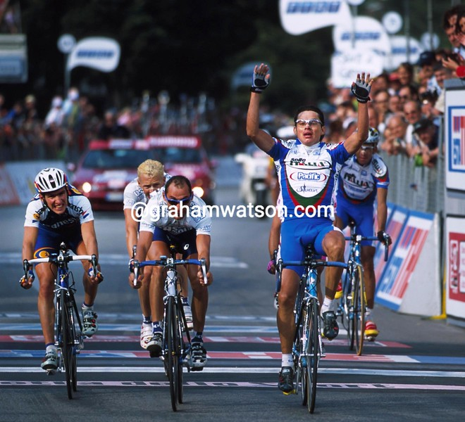 Humberto Contreras wins stage fourteen of the 2001 Giro d'Italia