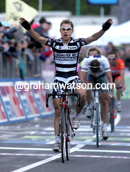 Damiano Cunego wins a stage of the 2004 Giro d'Italia
