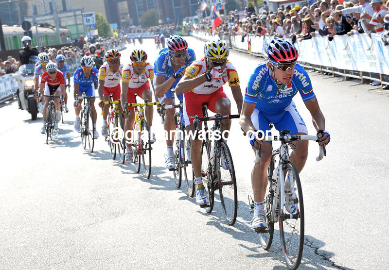 DAMIANO CUNEGO LEADS AN ESCAPE IN THE 2008 ELITE MENS WORLD ROAD CHAMPIONSHIPS