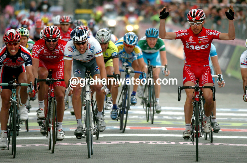 Damiano Cunego wins stage two of the 2004 Giro d'Italia