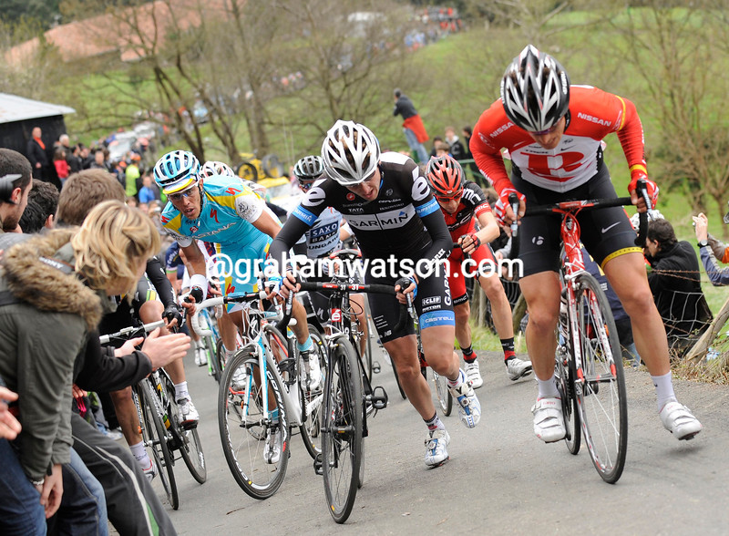 DAN MARTIN AND BEN HERMANS ARE FORCED TO WALK IN THE 2011 TOUR OF THE BASQUE COUNTRY