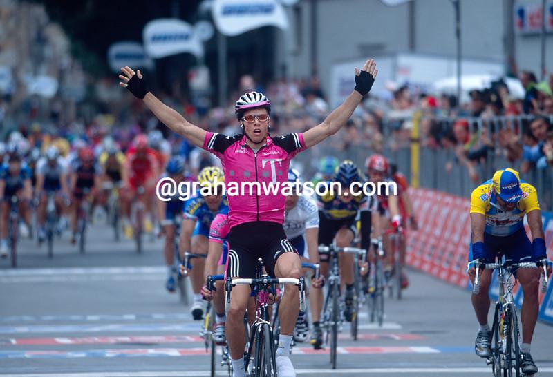 Danilo Hondo wins a stage in the 2001 Giro d'Italia