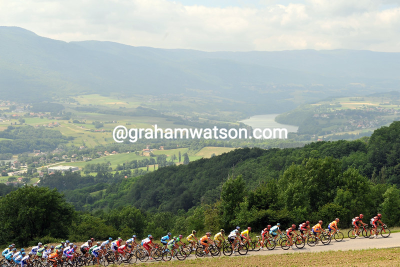 THE PELOTON CLIMBS IN THE ALPS ON STAGE FOUR OF THE 2008 DAUPHINE-LIBERE