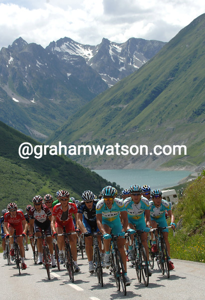 THE PELOTON CLIMBS THE COL DE LA CROIX DE FER IN THE 2006 DAUPHINE-LIBERE