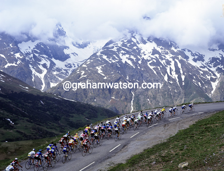 Cyclists climb in the Alps in the 1997 Dauphiné-Liberé