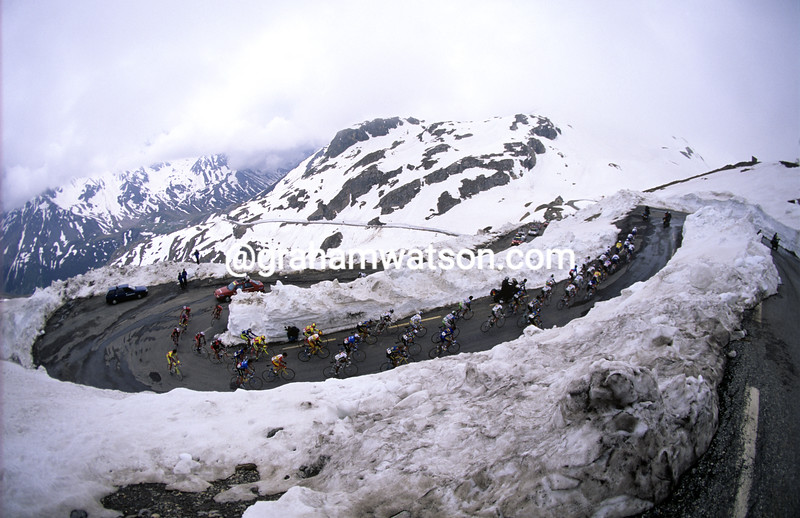 Cyclists climb the Col du Galibier in the 1995 Dauphine-Libere
