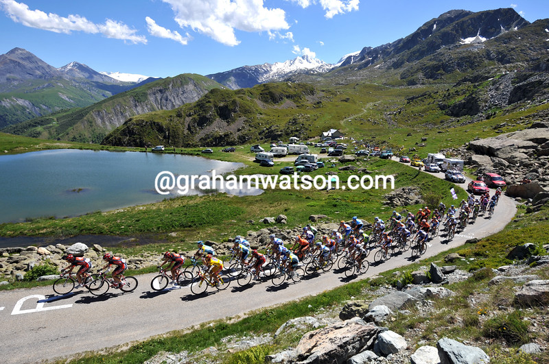 THE PELOTON CLIMBS THE COL DE LA CROIX DE LA FER IN THE 2009 DAUPHINE-LIBERE