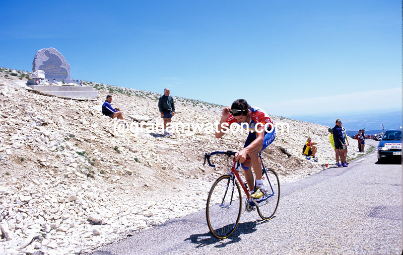DAVID MILLAR NODS IN RESPECT AT THE TOM SIMPSON MEMORIAL ON THE MONT VENTOUX DURING THE 2000 DAUPHINE-LIBERE