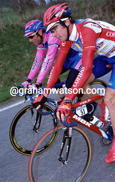 DAVID MILLAR AND MAX SCIANDRI DURING A STAGE OF THE 2001 PARIS-NICE