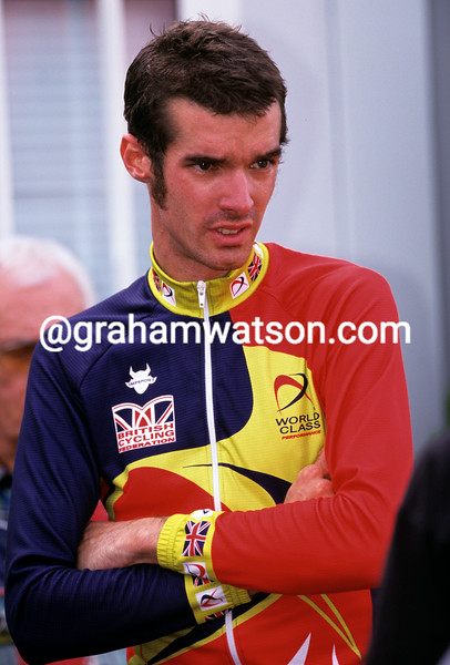 DAVID MILLAR AWAITS TO SEE IF HE HAS WON THE 2001 WORLD TIME TRIAL CHAMPIONSHIPS IN LISBON, PORTUGAL