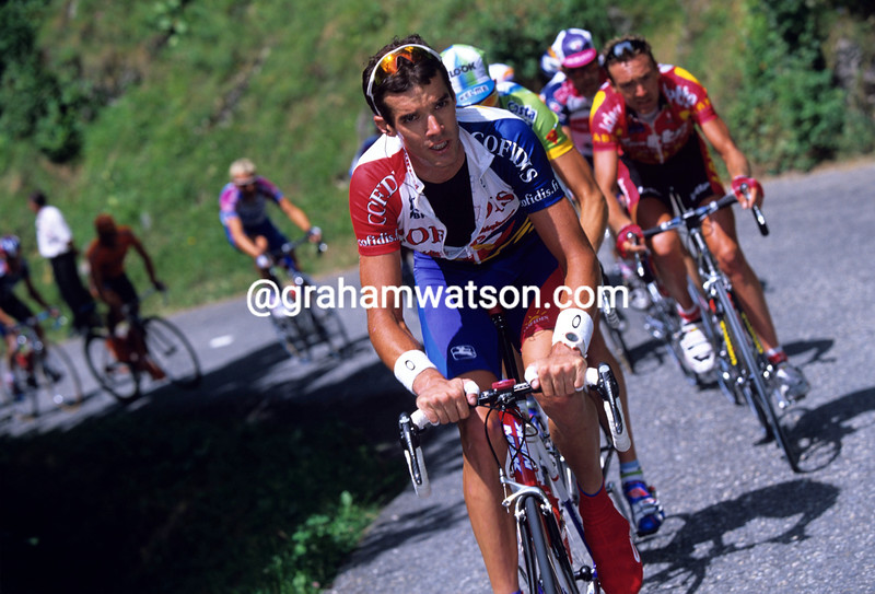 DAVID MILLAR STARTS AN ATTACK IN THE ALPS DURING THE 2002 TOUR DE FRANCE