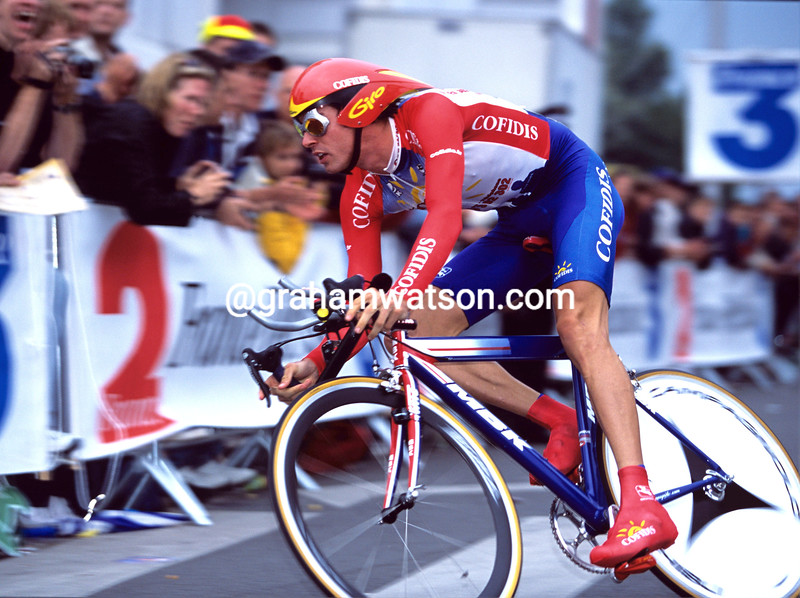 DAVID MILLAR TIME TRIALS IN THE 2001 TOUR DE FRANCE PROLOGUE IN DUNKIRK