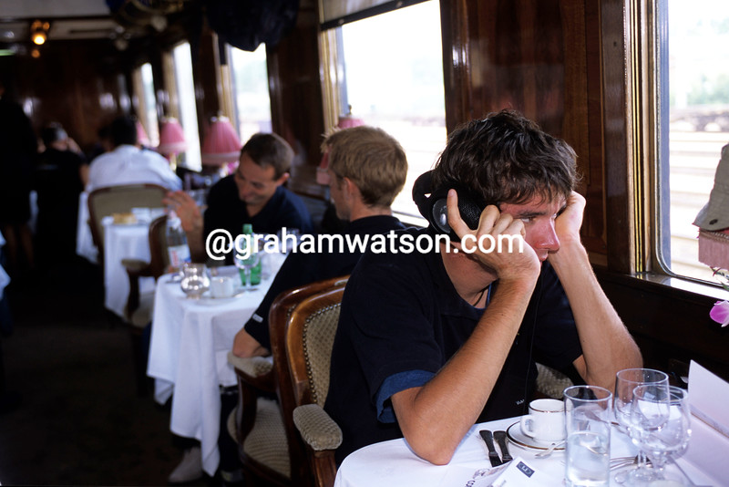 DAVID MILLAR RELAXES ON THE ORIENT EXPRESS DURING A TRANSFER TO PARIS IN THE 2000 TOUR DE FRANCE