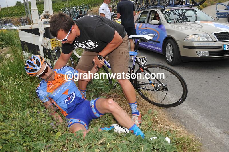 DAVID ZABRISKIE CRASHES OUT OF THE 2008 GIRO D'ITALIA
