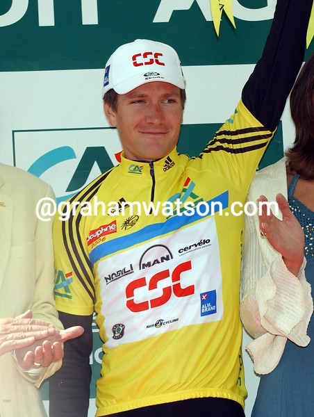 DAVID ZABRISKIE ON THE WINNER'S PODIUM AFTER THE PROLOGUE OF THE 2005 DAUPHINE-LIBERE
