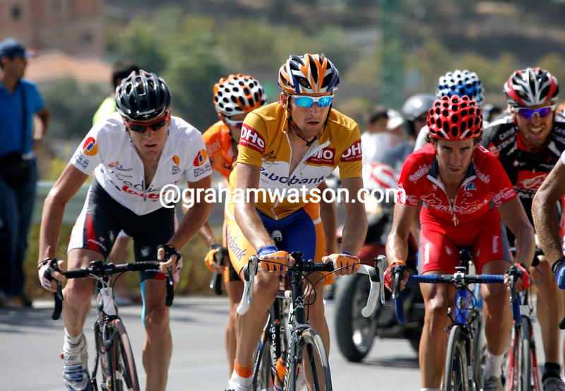 DENIS MENCHOV AHEAD OF CADEL EVANS ON STAGE FIFTEEN OF THE 2007 TOUR OF SPAIN