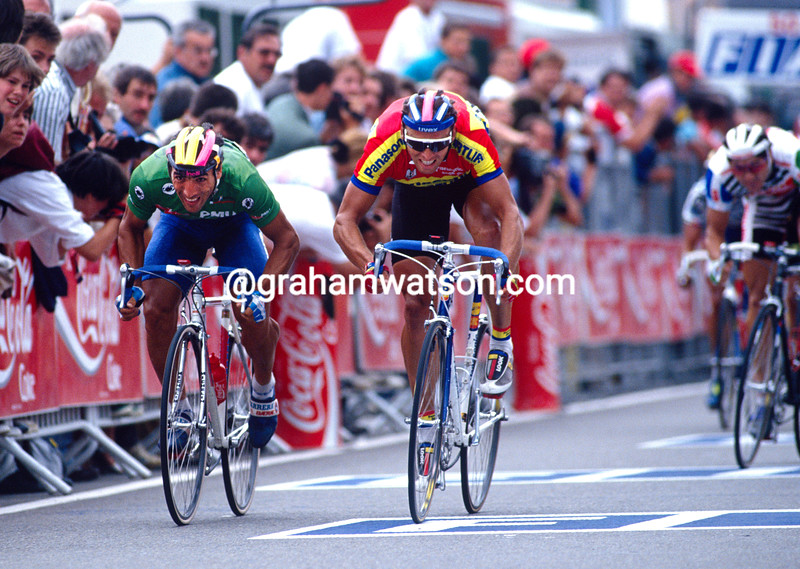 Djadmolodine Abdujaparov and Olaf Ludwig in the 1992 Tour de France