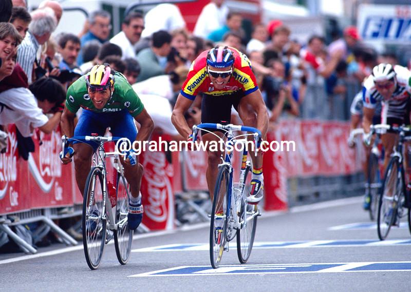 Djadmolodine Abdujaparov and Olaf Ludwig in the 1992 Tour de France