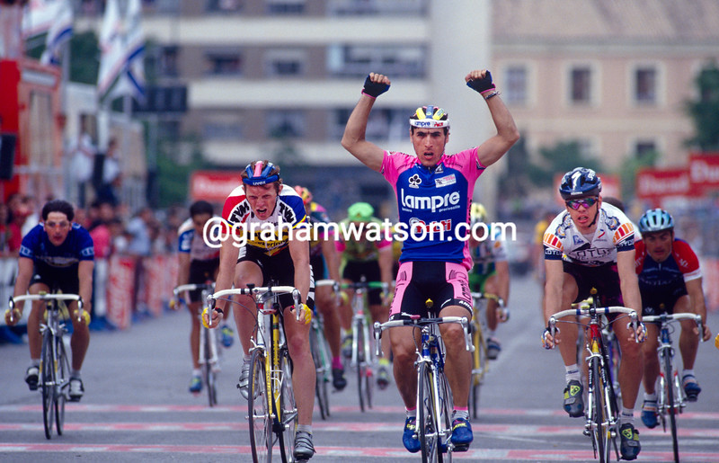 Djadmolodine Abdujaparov wins a stage of the 1994 Tour of Spain