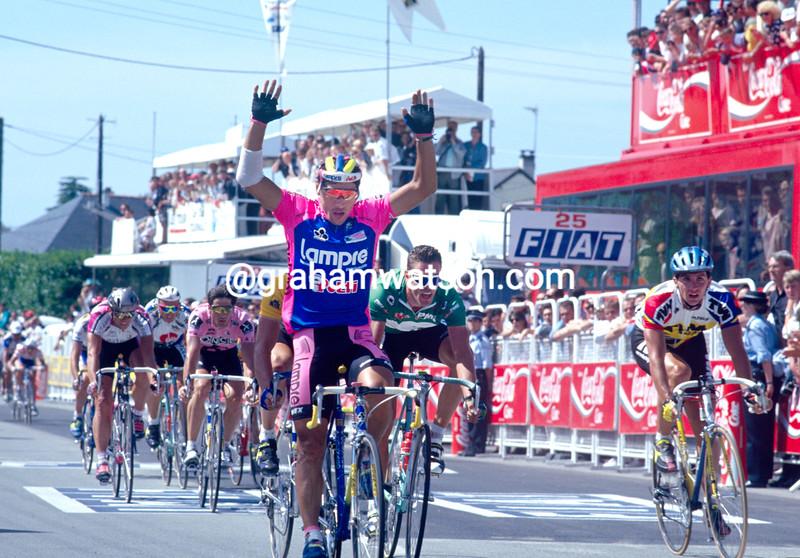 Djadmolodine Abdujaparov wins a stage of the 1995 Tour de France