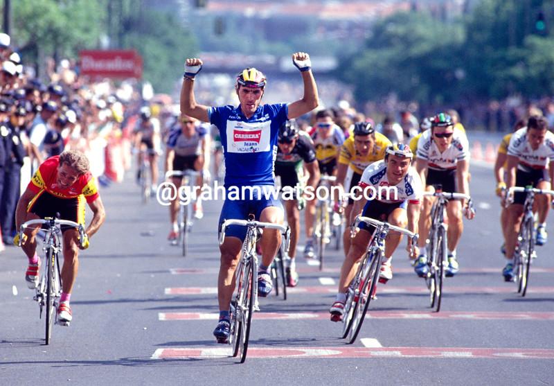 Djadmolodine Abdujaparov wins a stage of the 1993 Tour of Spain