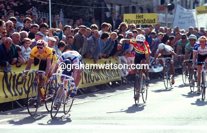 Djadmolodine Abdujaparov wins the 1991 Ghent-Wevelgem