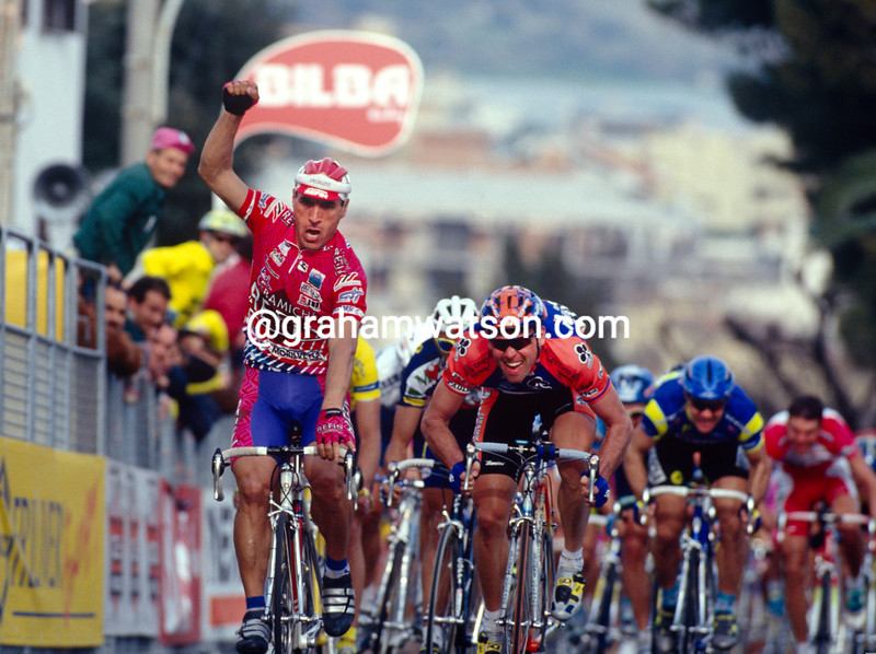Djadmolodine Abdujaparov wins a stage of the 1992 Giro d'Italia