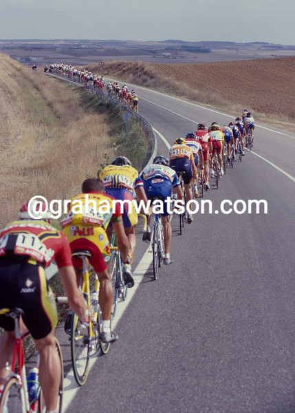 Winds split the peloton on a stage in the 2001 Tour of Spain