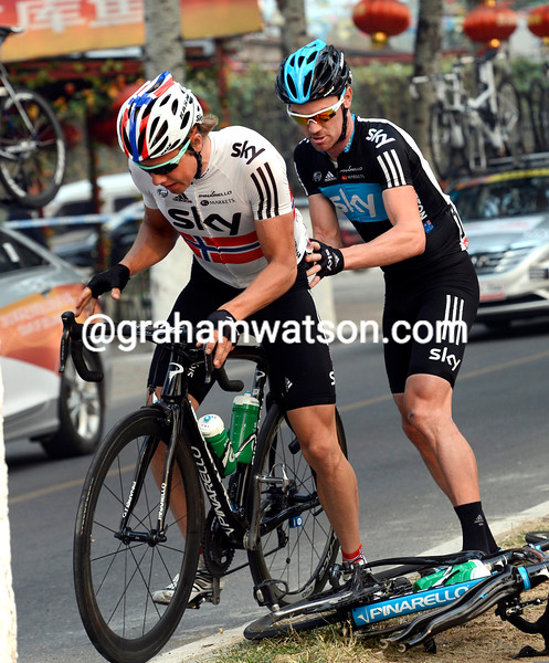 Chris Sutton changes a wheel for Boasson Hagen on stage three of the 2012 Tour of Beijing