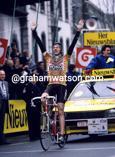 Edwig Van Hooydonck wins the 1989 Tour of Flanders