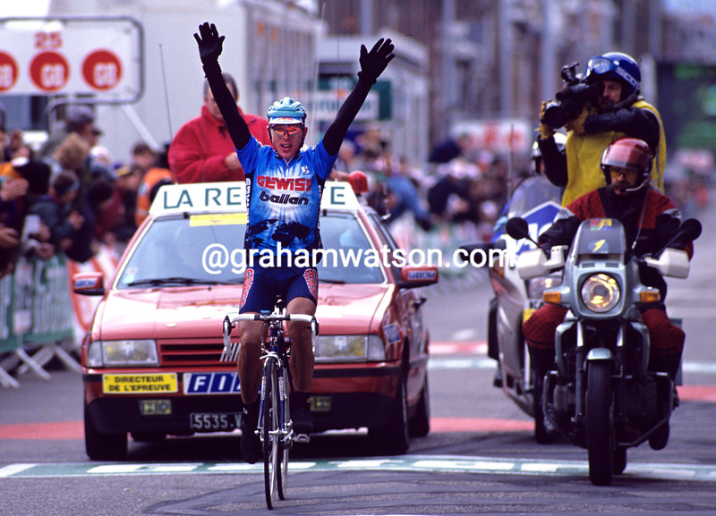 Evgeni Berzin wins the 1994 Liege-Bastogne-Liege