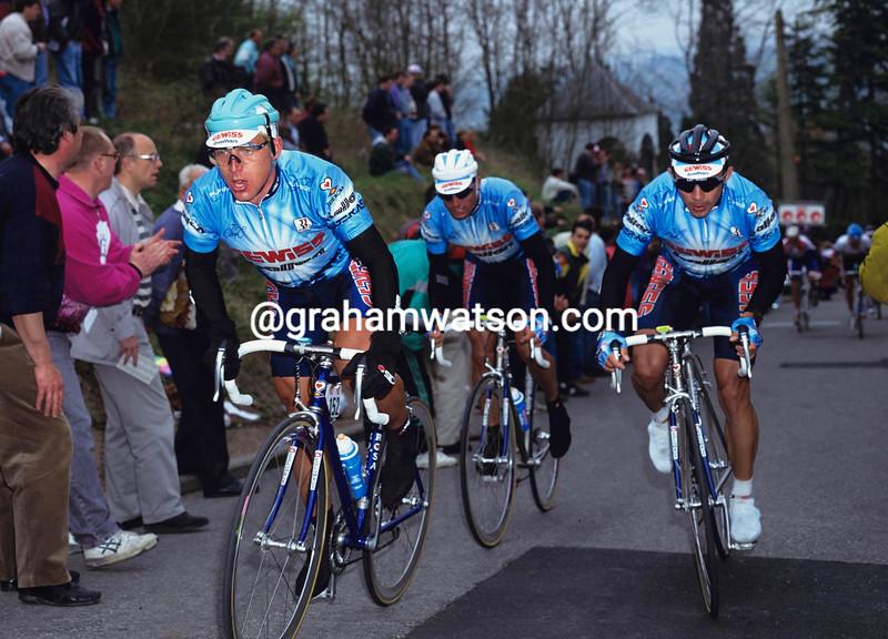 Evgeni Berzin leads Moreno Argentin and Giorgio Furlan in the 1994 Fleche Wallonne