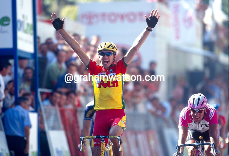 Fabrizio Guidi wins a stage of the 2000 Giro d'Italia