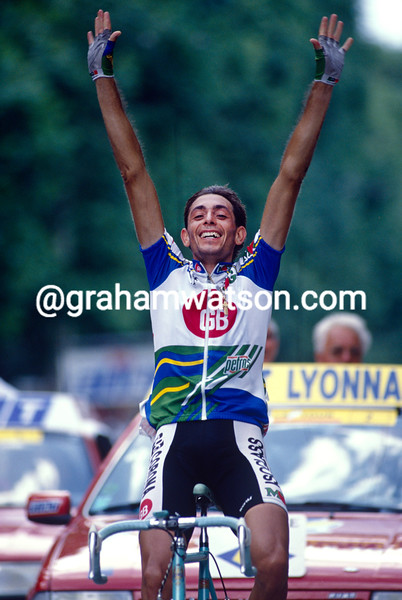 Franco Chioccioli wins a stage into Lyon in the 1997 Tour de France