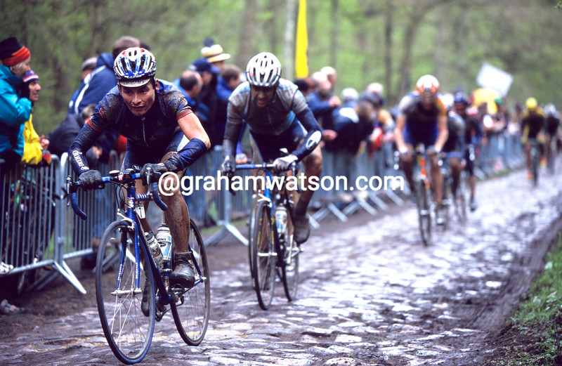 Fred Rodriguez in the Arenberg forest in the 2000 Paris-Roubaix