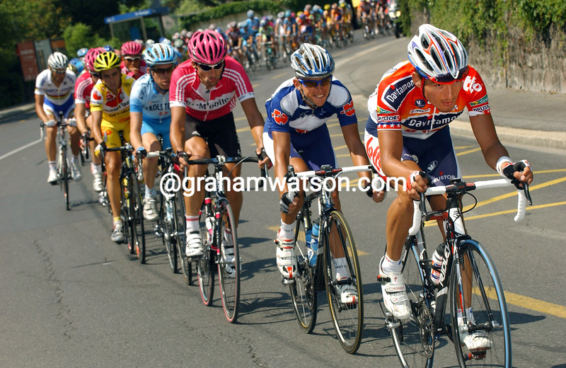 FRED RODRIGUEZ LEADS THE PELOTON IN A CHASE ON STAGE FIVE OF THE TOUR OF SWITZERLAND