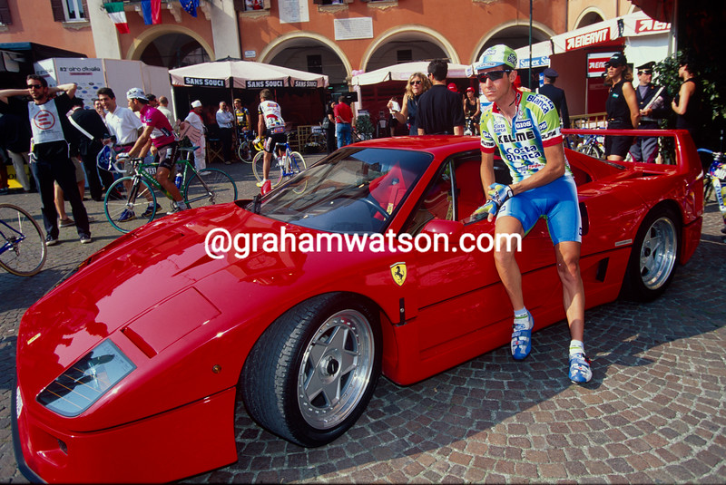 Roberto Heras dreams of a Ferrari before a stage in the 1999 Giro d'Italia