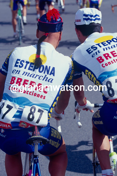 German Nieto wears a hat denoting his last place in the race, during the 1997 Tour of Spain