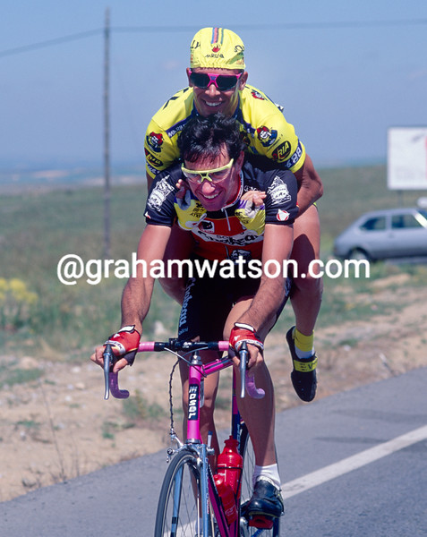Stefano Giuliani and Mario Scirea joke around in the 1993 Tour of Spain