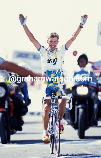 Yvon Ledanois wins a stage of the 1997 Tour of Spain