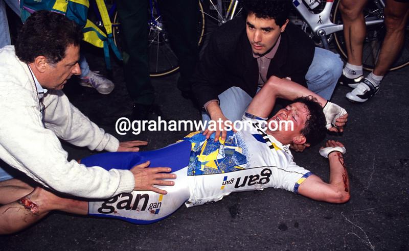 Jean-Claude Colotti crashes in the 1992 Milan-San Remo