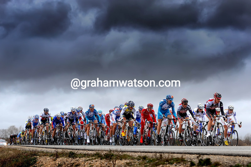 THE PELOTON ON A STAGE OF THE 2009 ETOILE DE BESSEGES