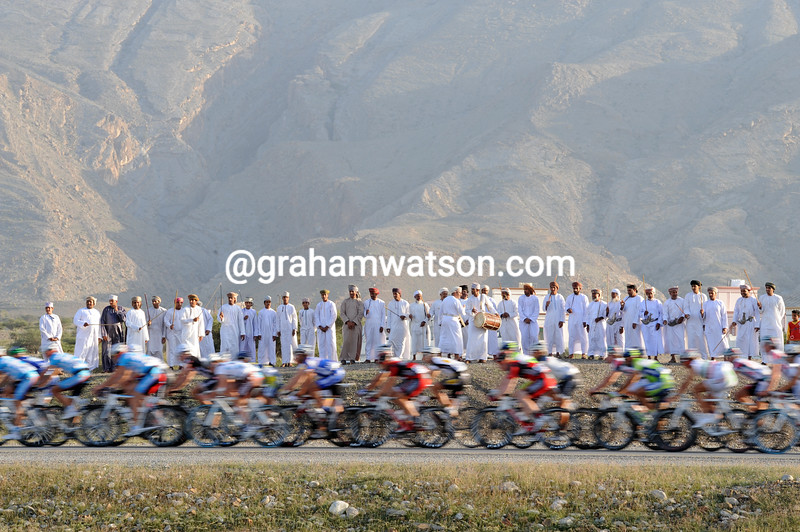 OMANI FANS WATCH STAGE FOUR OF THE 2010 TOUR OF OMAN