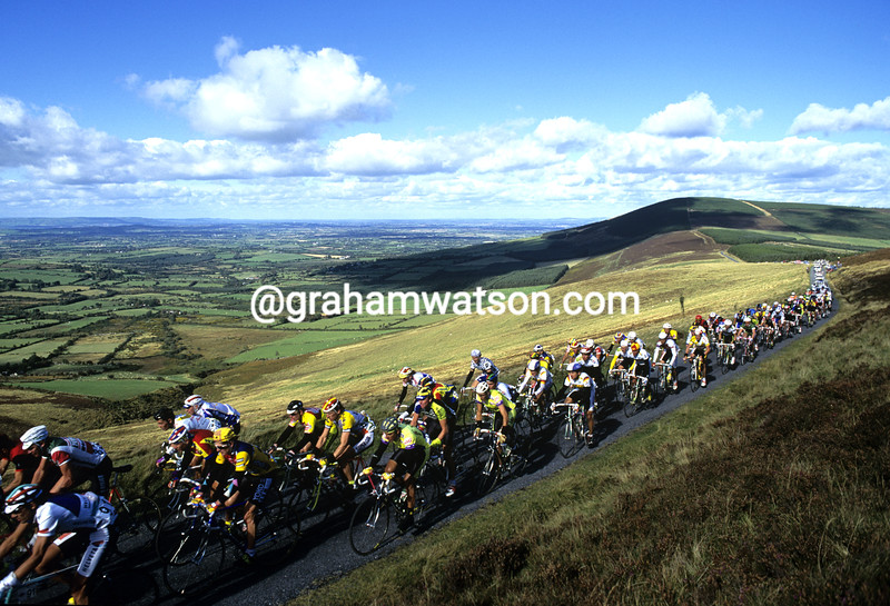 Cyclists climb Mt Leinster in the 1986 Tour of Ireland