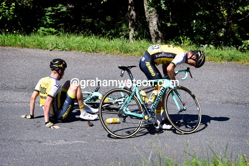 George Bennett helps Wilco Kelderman sort his bike out after a small spill...