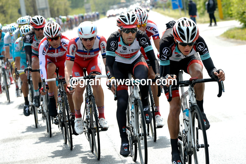 George Bennett chases on stage sixteen at the 2013 Giro d'Italia