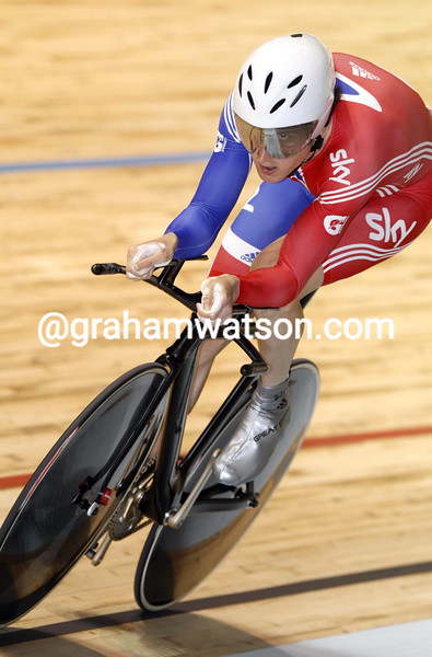 Geraint Thomas in the qualifying rounds of the Mens Individual Pursuit at the 2012 World Track Championships