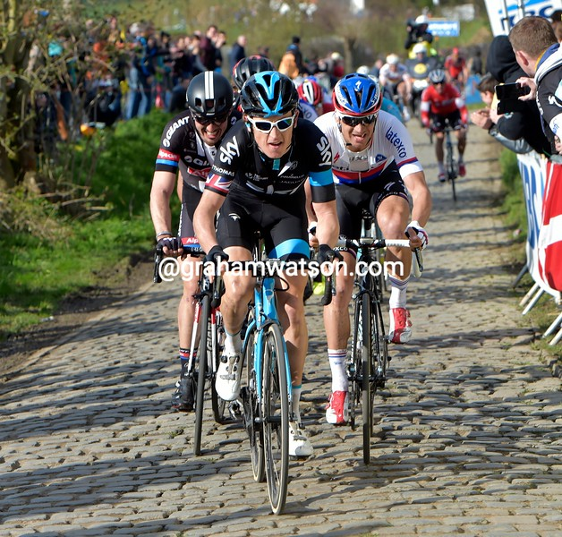 Geraint Thomas chases in the 2015 Tour of Flanders