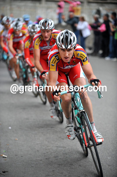 Geraint Thomas & THE BARLOWORLD TEAM CHASES ON STAGE FOUR OF THE 2008 GIRO D'ITALIA