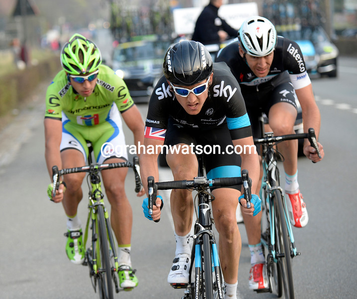 Geraint Thomas  leads Peter Sagan in the 2013 E3 Prijs